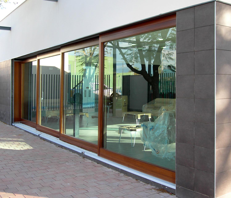 puerta corredera esta puerta corredera de 12 metros de ancho consta de ...